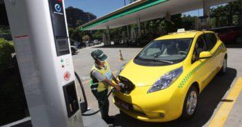 taksi-listrik-nissan-leaf