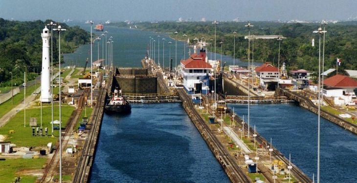 1200px-Panama_Canal_Gatun_Locks